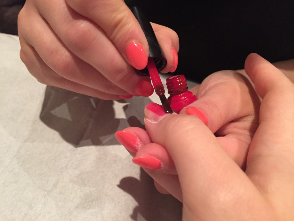 Application du vernis Shellac Nails.
