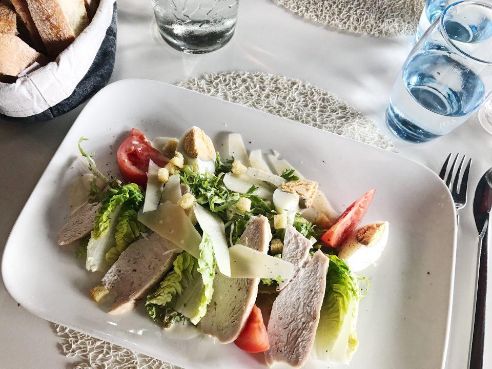 Salade Caesar de l'Atomium Restaurant.