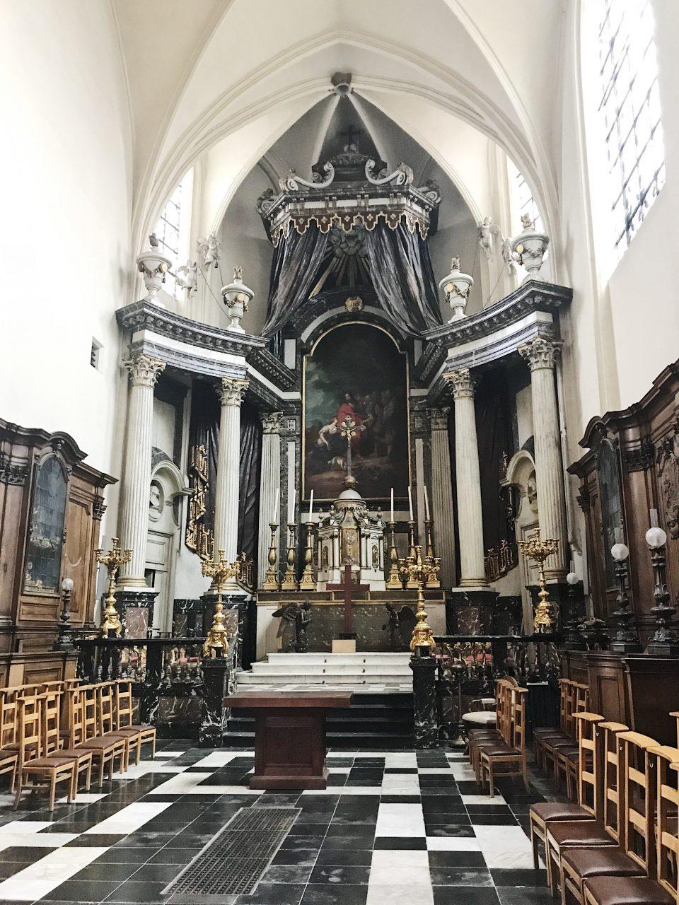 Intérieur d'une église à Bruxelles.