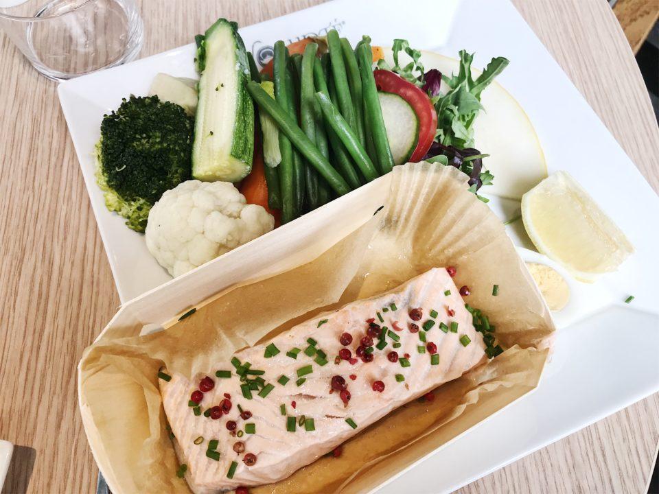 Saumon et légumes à la vapeur du Volupté Anytime - Nice.