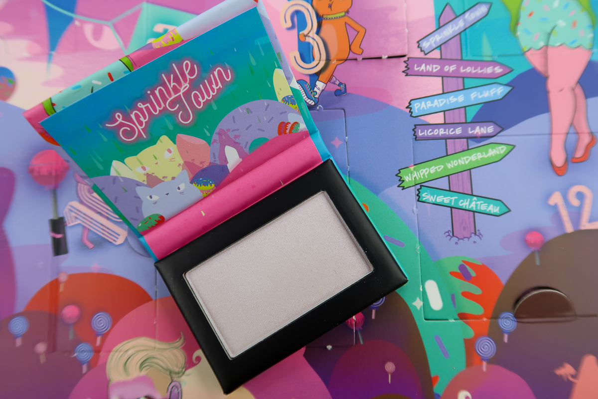 Sprinkle Town Highlighter POP N' ROCK ouvert - calendrier de l'avent Sugar Trip de NYX.
