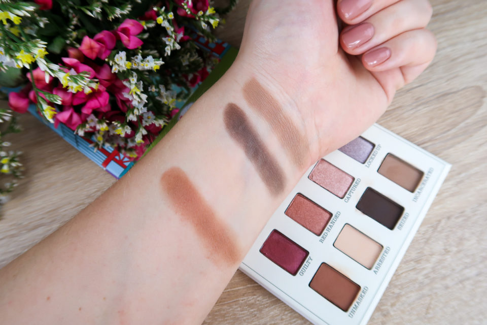 Swatches de la palette FOILED AGAIN... de the Balm : teintes UNMASKED, ARRESTED, SEIZED et INCARCERATED.