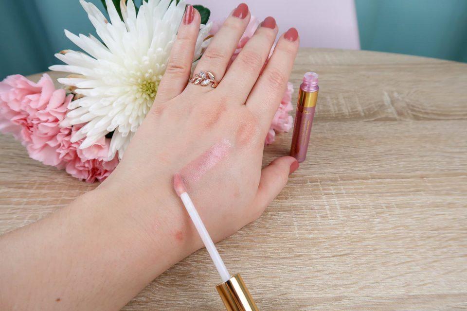 Swatch du lèvres de Rose - Soin Gloss 2 en 1 de Melvita.