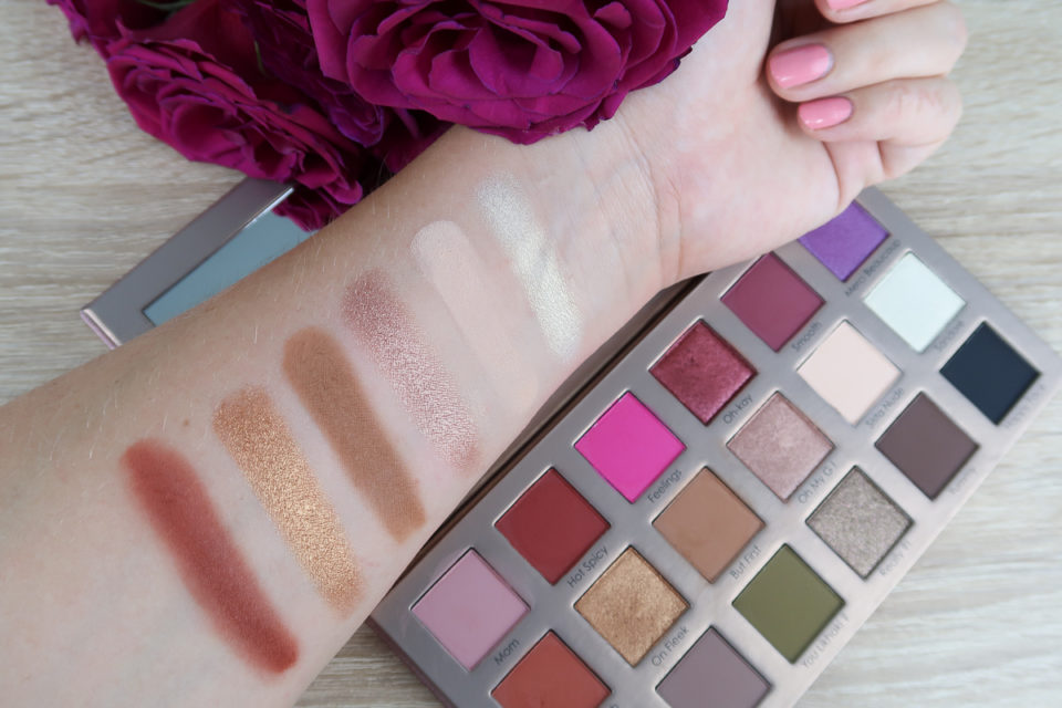 Swatches 2 de la Palette Yeux de 18 Fards à Paupières, SANANAS x SEPHORA COLLECTION.